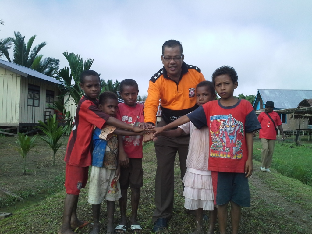 Bersama Anak-Anak di Kampung Witi