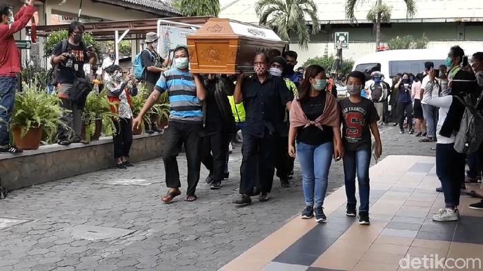 Almarhum Maestro Campursari Didi Kempot Dimakamkan di Ngawi