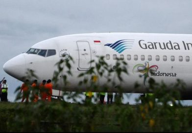 Heboh di Bandara Hasanuddin, Pesawat Garuda Keluar Landasan